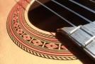 Первые простые пьесы для гитары и постановка левой руки на грифе
